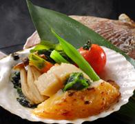 花見鯛香草焼きと殻付帆立貝の磯焼き