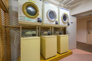 コインランドリーと洗濯機